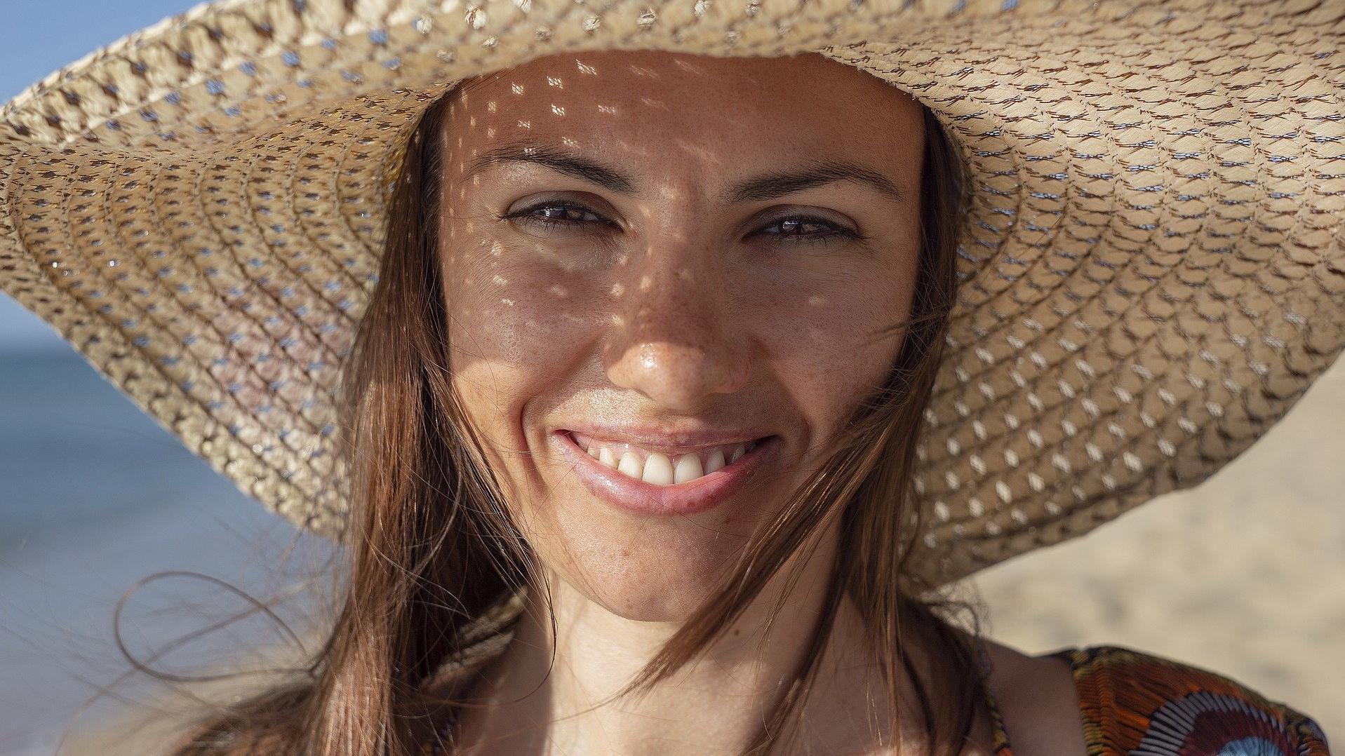 Auch die Haare müssen mit einem Sonnenschutz versorgt werden.