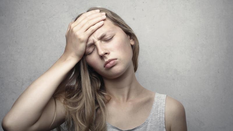 Innere Hitze im Körper: Ursachen und welche Hausmittel dagegen helfen