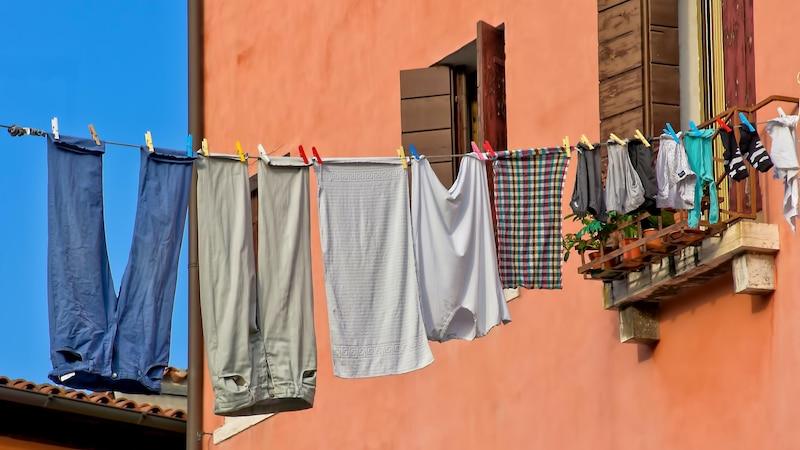 Wäsche in der Wohnung richtig trocknen: Darauf sollten Sie achten