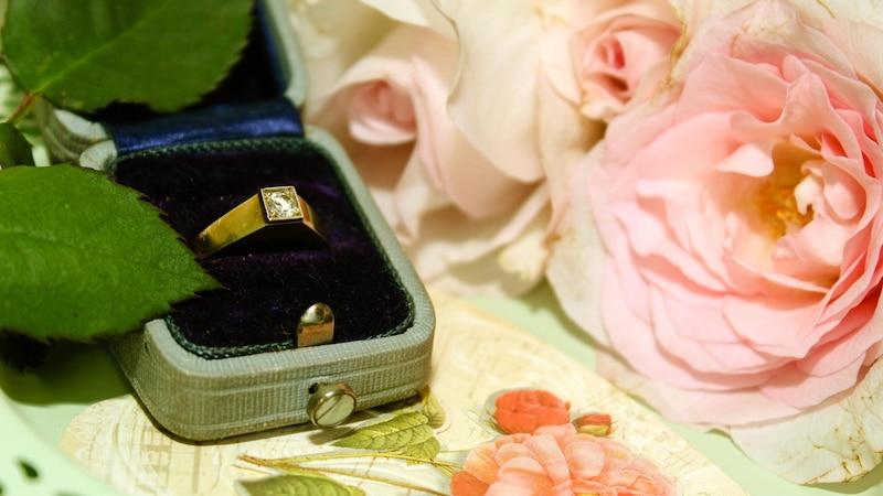 Heiratsantrag zu Hause: Ideen, Tipps und Beispiele für einen schönen Antrag