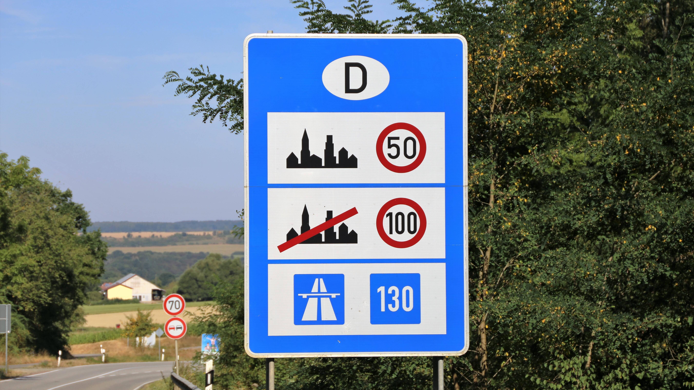 Geschwindigkeit auf deutschen Autobahnen: Tempolimit und Richtgeschwindigkeit