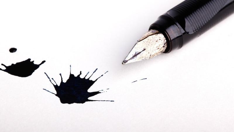 Tintenflecken entfernen: Mit diesen Hausmitteln klappt's