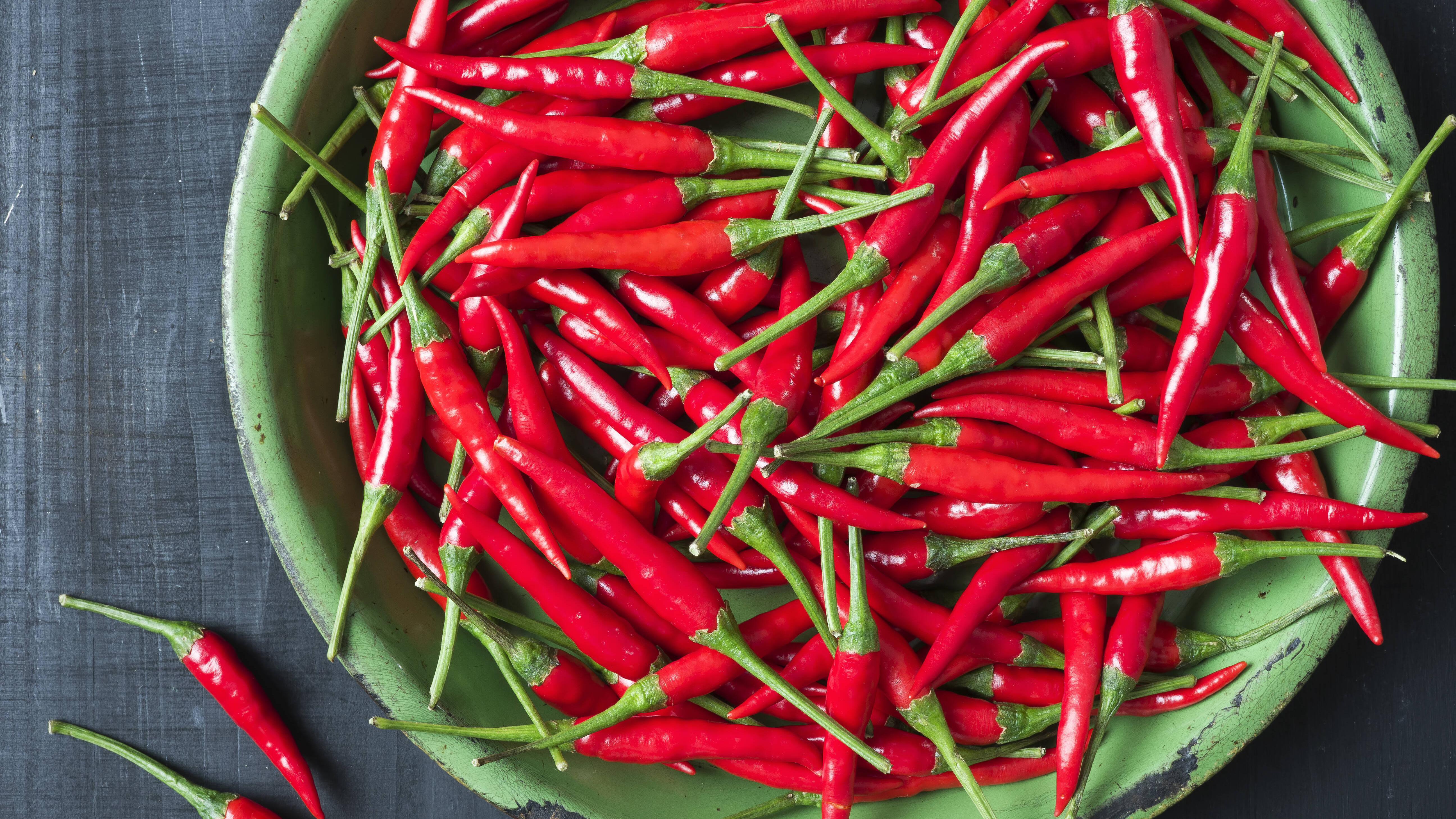 Chili schmeckt nicht nur gut, sondern hat auch viele positive Effekte auf den Körper.