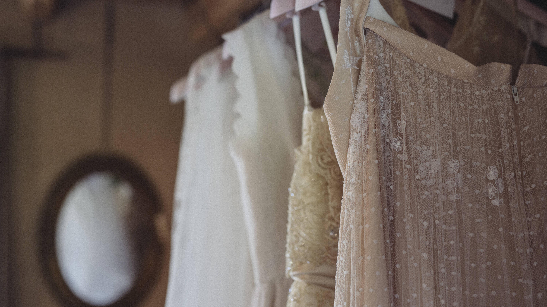Sie können Ihr Brautkleid in der Reinigung reinigen lassen.