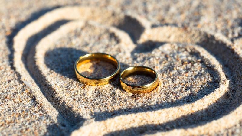 Heiratsantrag am Strand: Tipps, wie Sie gelungen um die Hand anhalten