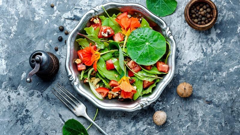 Essen Sie Kapuzinerkresse, um Ihr Immunsystem zu stärken.