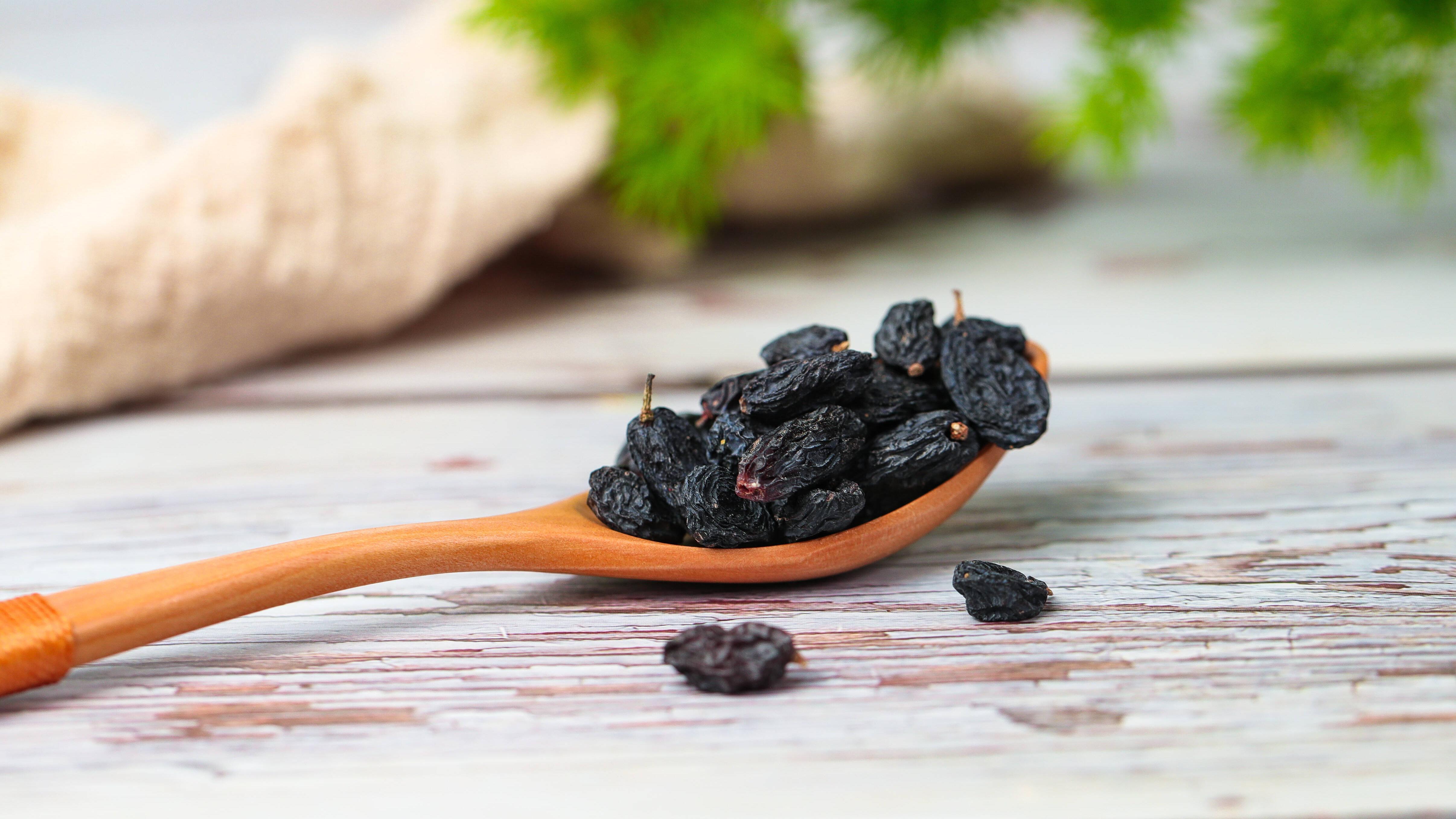 An der Luft getrocknete Weintrauben sind besonders aromatisch.