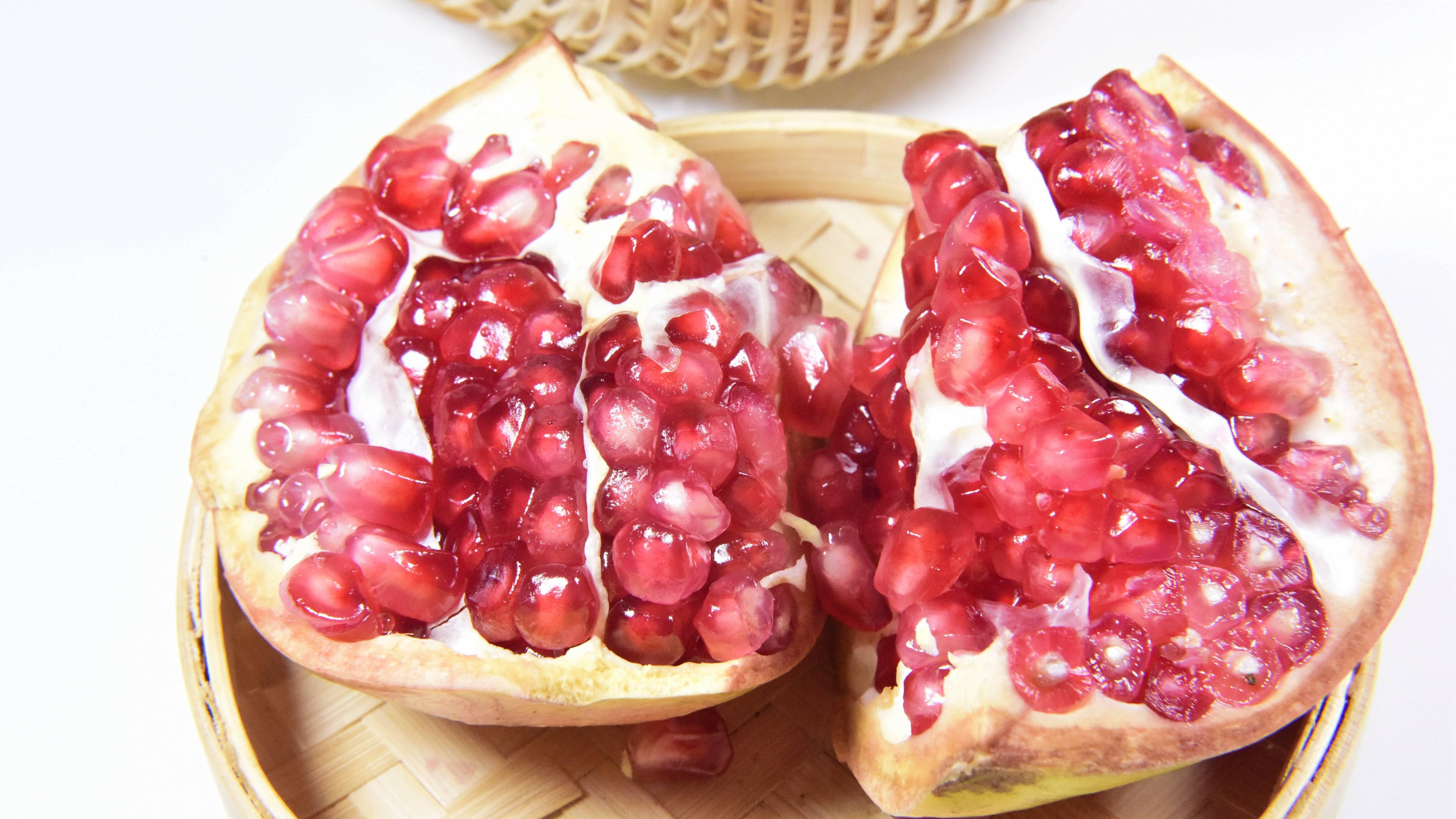 Granatapfel vor dem Schlafen essen: Wirkung der Superfrucht