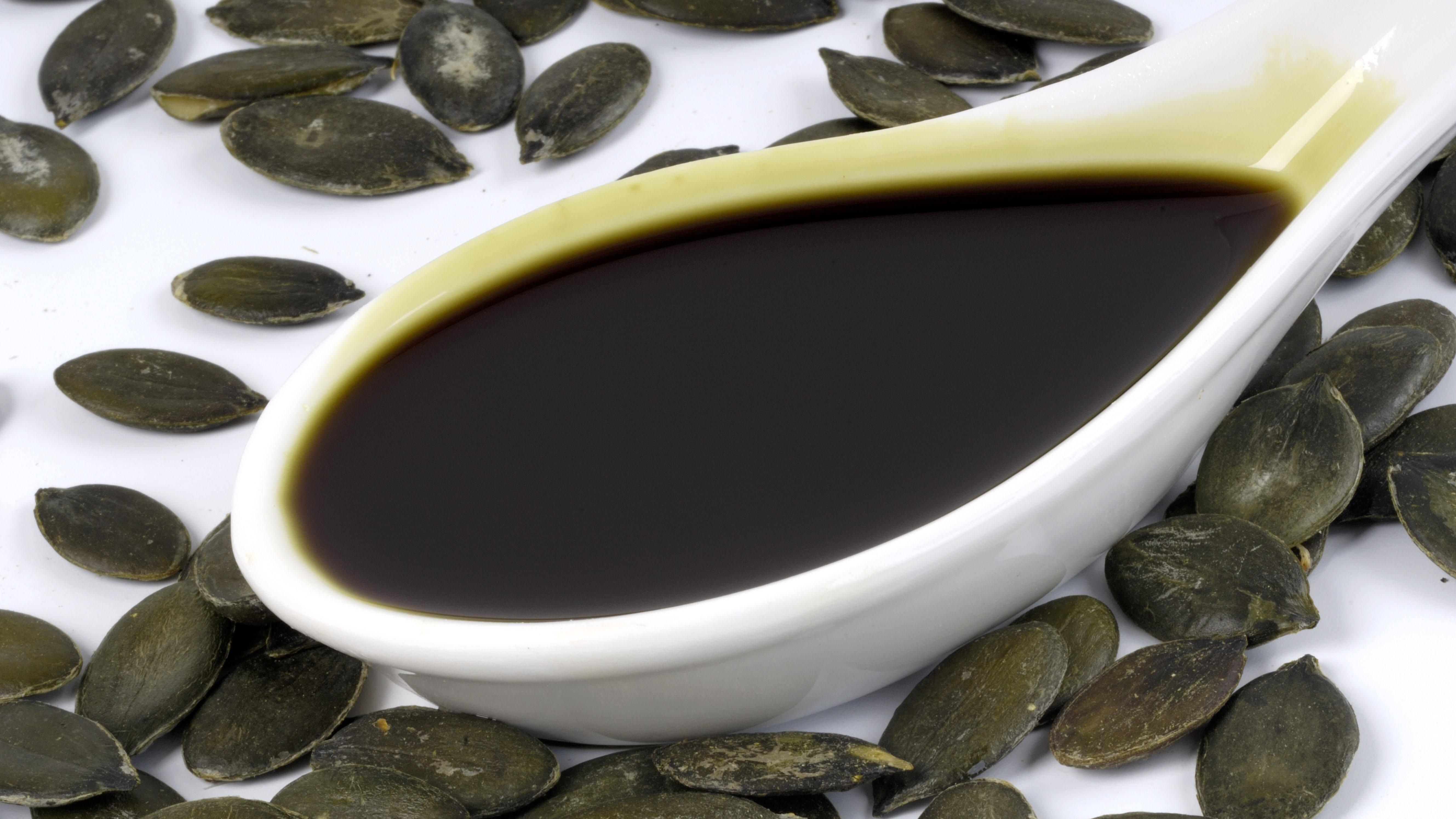 Kürbiskernöl als Pflege für die Haare: Anwendung und Wirkung