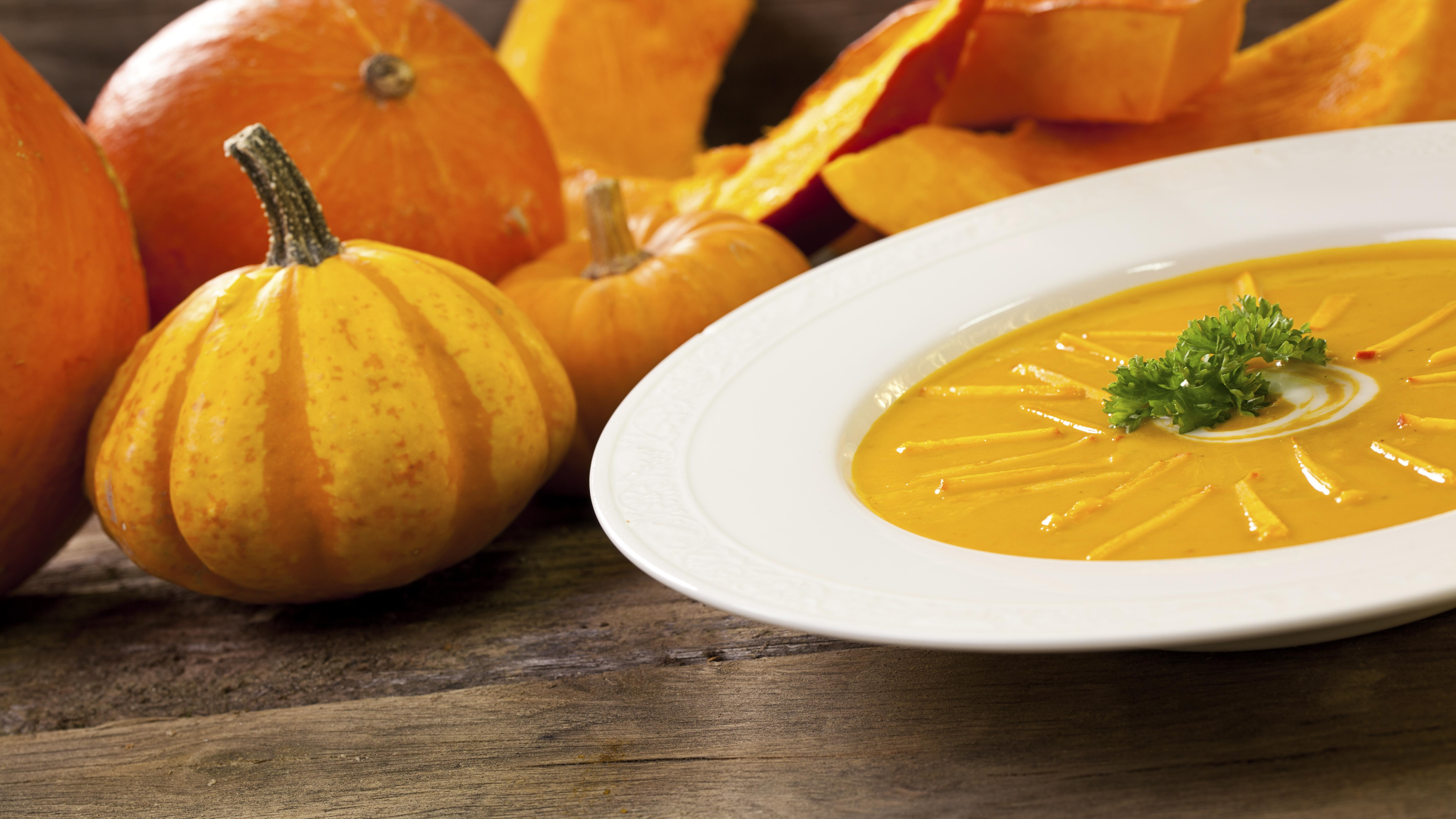 Kürbissuppe mit Kartoffeln: So gelingt Ihnen das Gericht