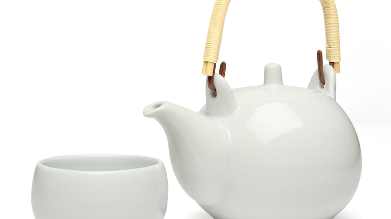 Teekanne reinigen: Mit diesen Hausmitteln gelingt's