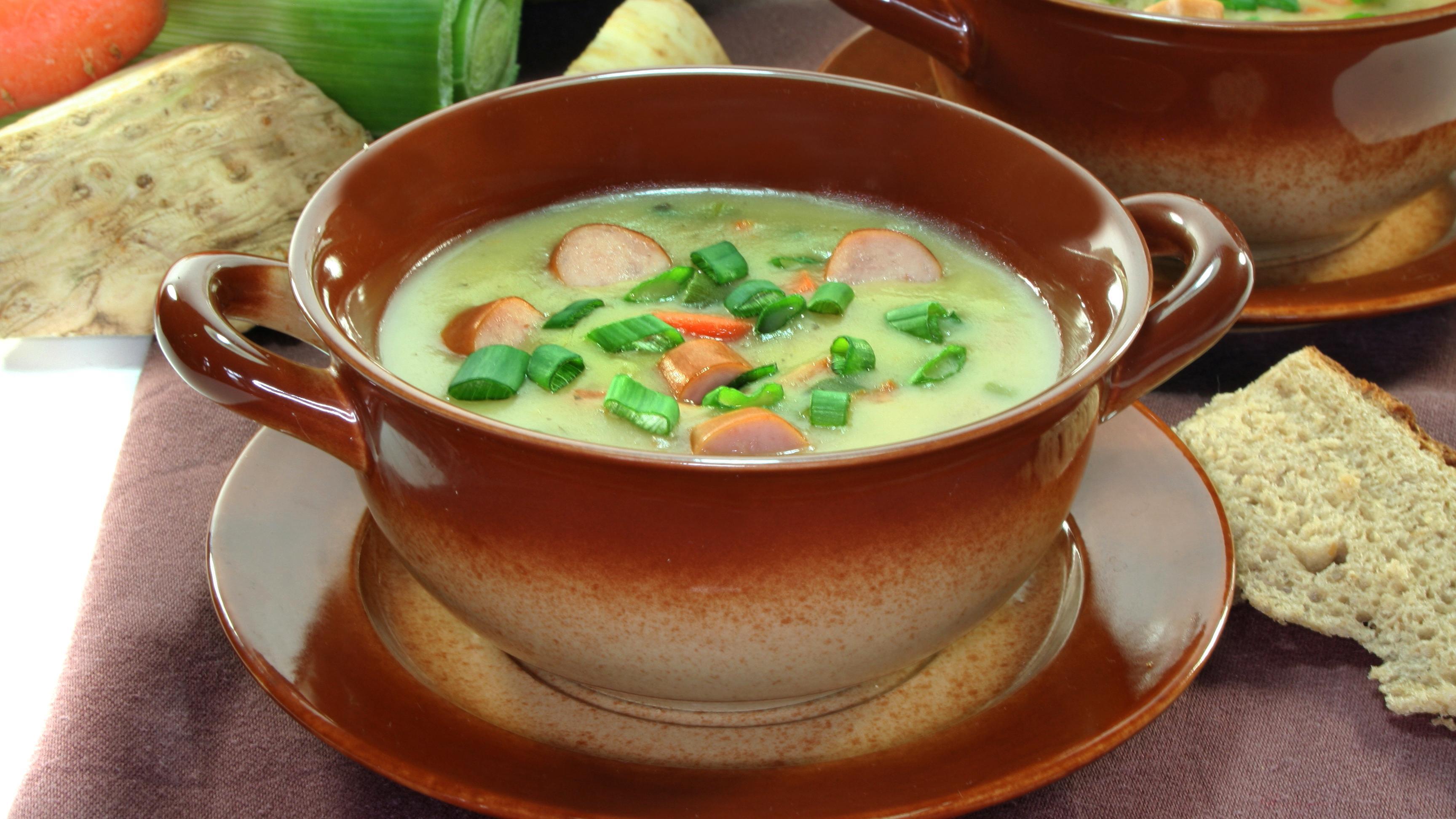 Kartoffelsuppe mit Wienerle: Rezept für die herzhafte Suppe