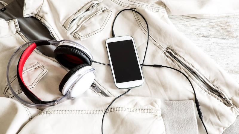 Mit TuneIn, radio.de und Audials Radio können Sie Musik und Nachrichten über Ihr Smartphone empfangen.