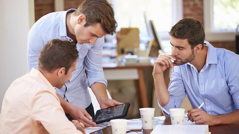Spielt sich ein Kollege als Chef auf, können Sie einiges dafür tun, um dieses Verhalten zu entschärfen.