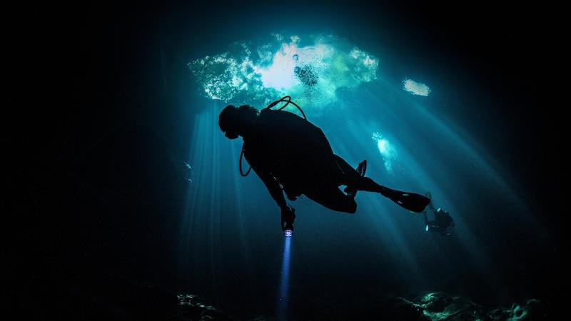 Thalassophobie: Die Angst vor tiefem Wasser erkennen und überwinden