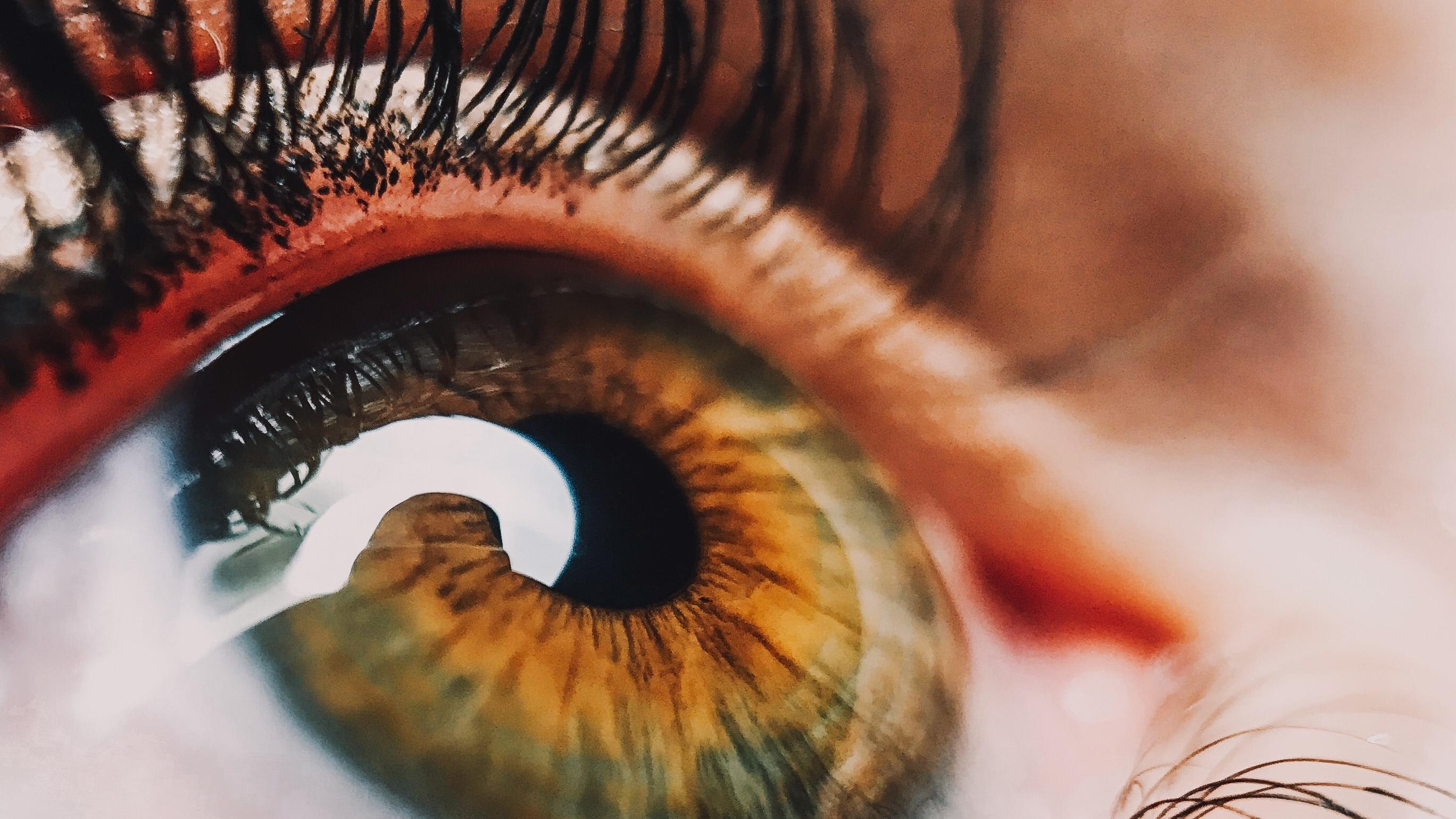 Die Augen sind sehr empfindlich, weshalb Sie genau auf die richtige Behandlung achten sollten.