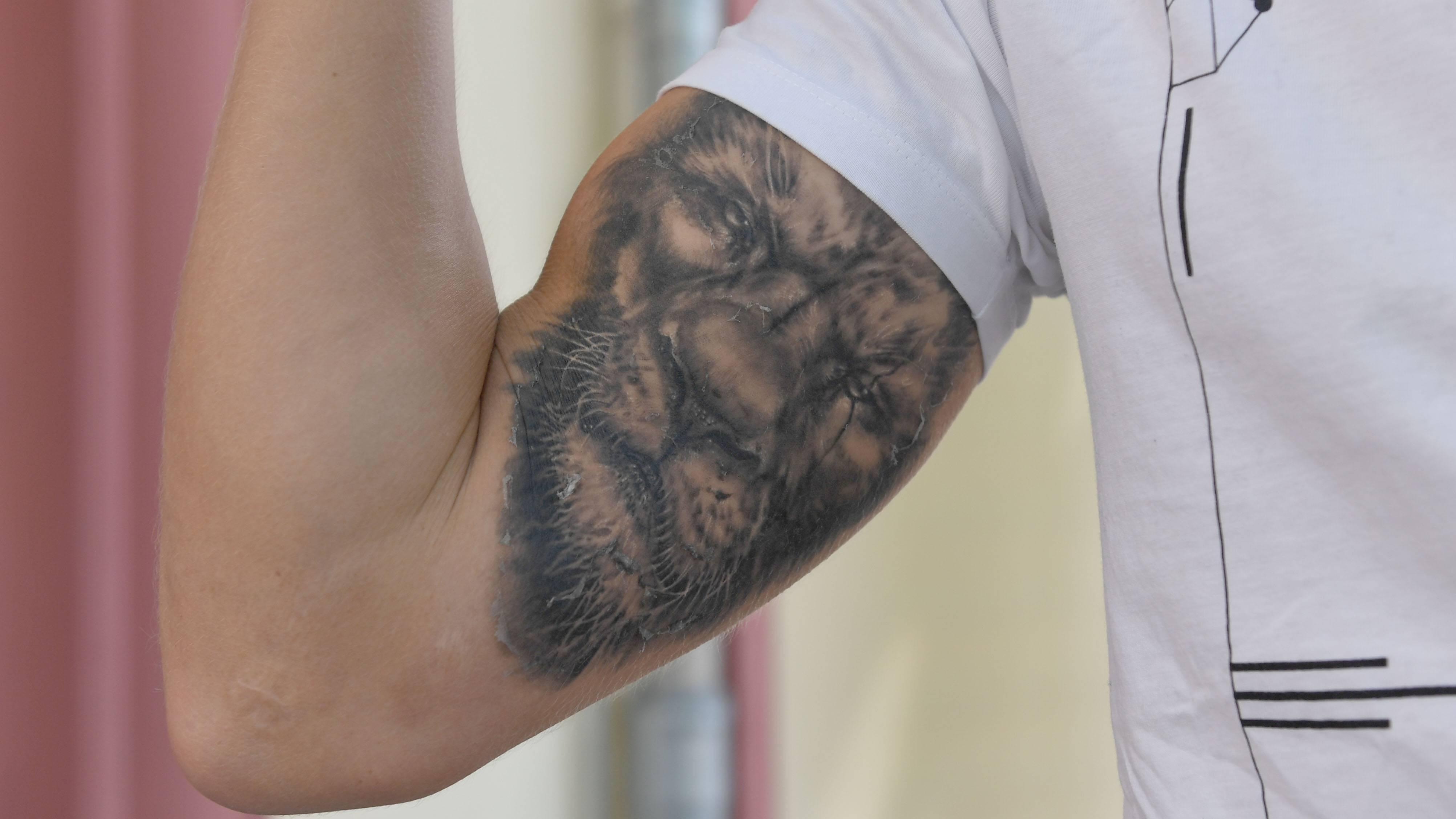 Tiermotive sind beliebte Ideen für erste Tattoos bei Männern.