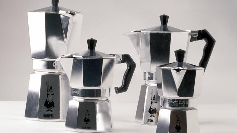 Mit einem Espressokocher können Sie Ihren Kaffee ohne Filter auf traditionelle Weise zubereiten.