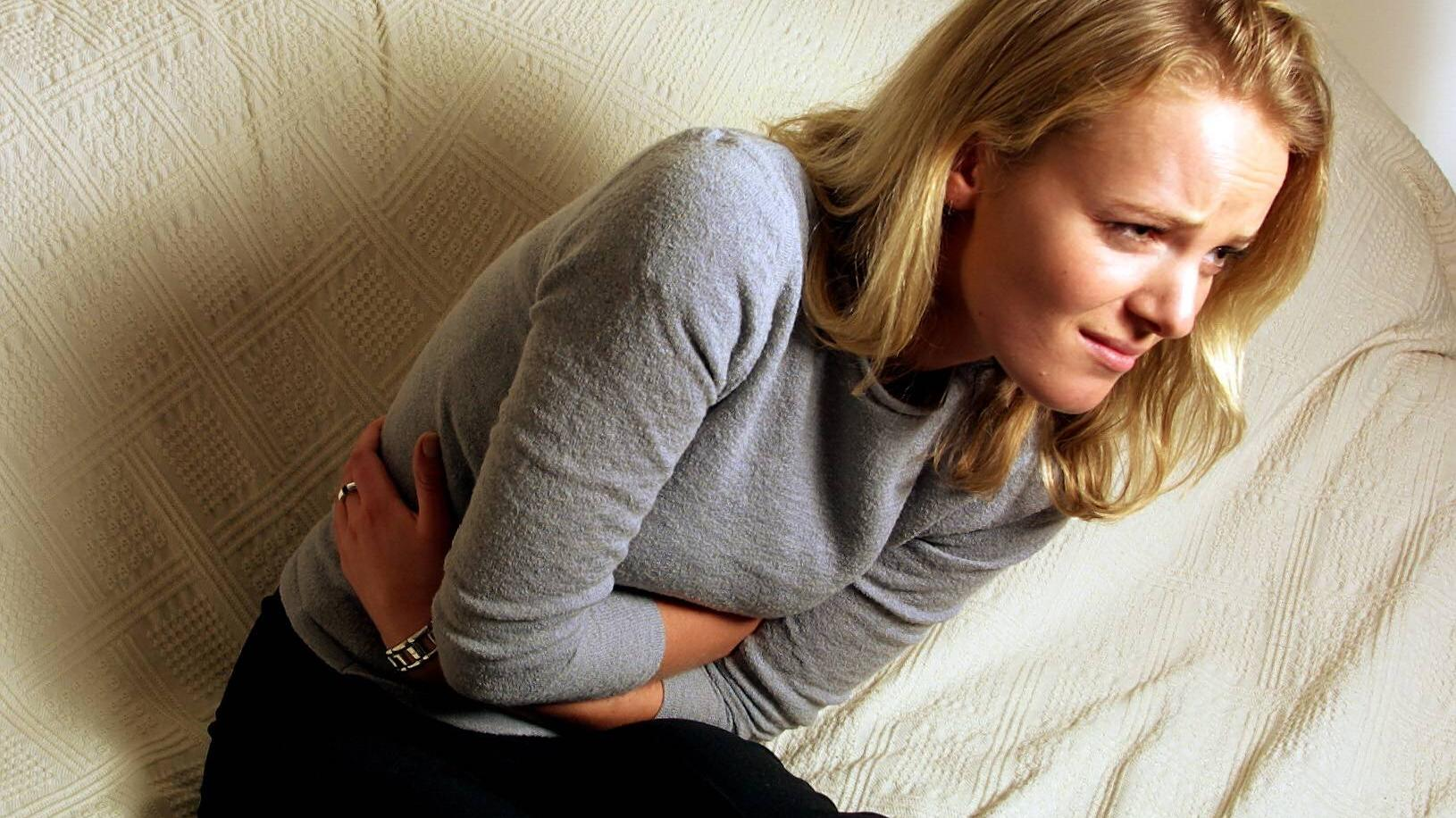 Unterleibschmerzen sind nach dem Absetzen der Pille keine seltene Nebenwirkung.