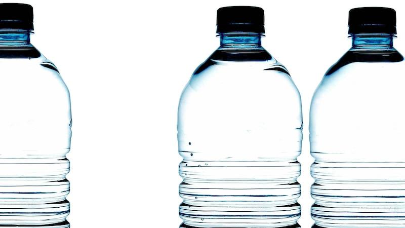 Wasser aus Plastikflaschen trinken: Ungesund oder unbedenklich?