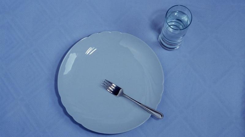 Wasser Diät ohne Essen: Vor- und Nachteile der Nulldiät