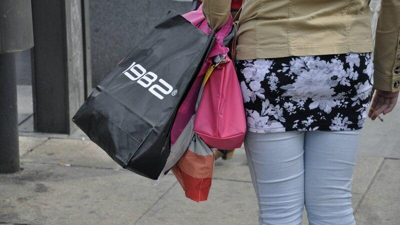 Indem Sie sich einen Einkaufsbeutel selbst nähen, können Sie in Zukunft auf Plastikbeutel verzichten.