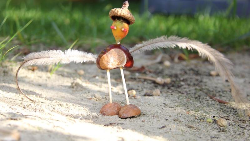 Aus Kastanien kann man viele tolle Dinge basteln, die nicht nur herbstlich aussehen.
