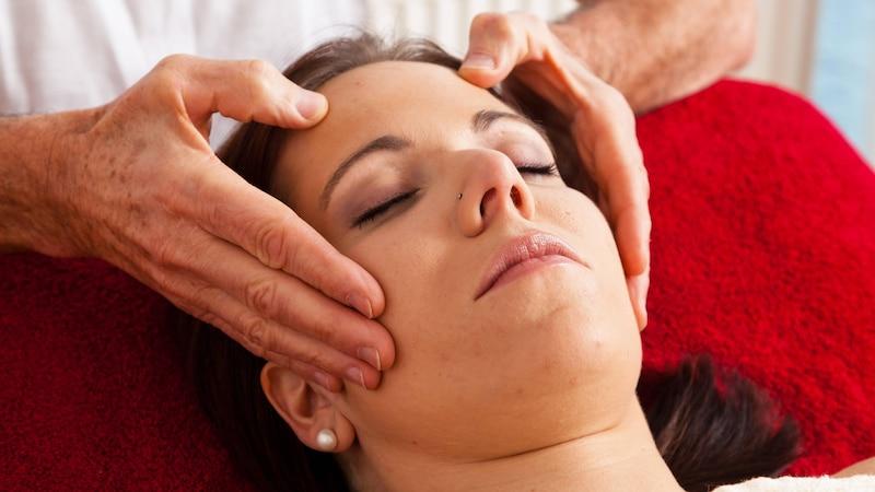 Akupressur kann zur Beruhigung des Körpers beitragen.