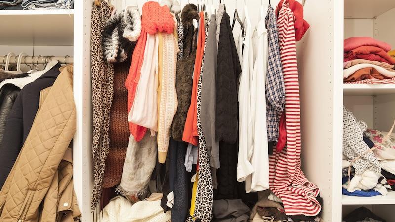 Mehr Platz im Kleiderschrank: Die drei besten Tipps