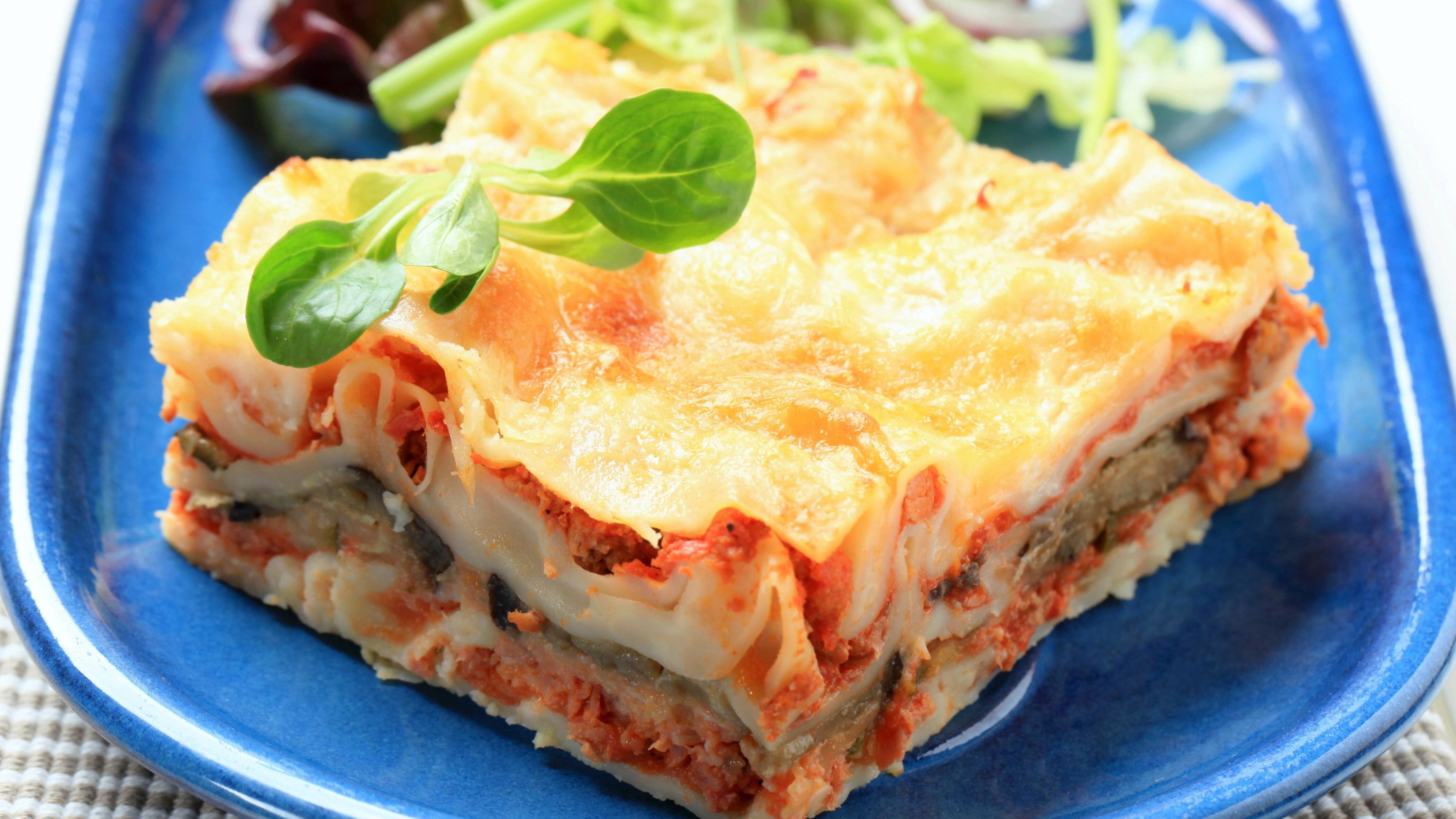 Lasagneplatten vorkochen kann sinnvoll sein, ist aber nicht zwingend notwendig.