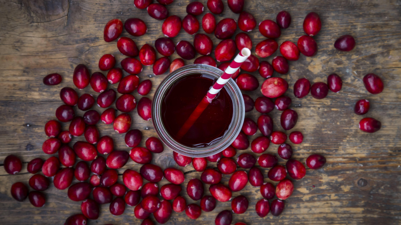 Cranberrysaft gegen eine Blasenentzündung trinken.