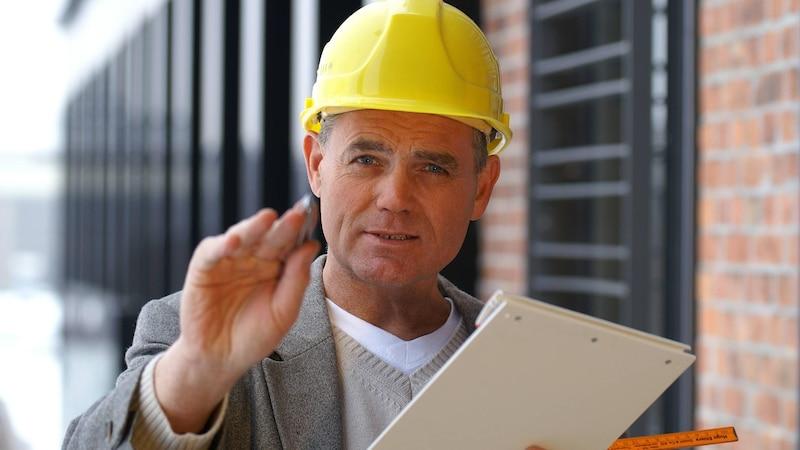 Schauen Sie sich bei der Bauabnahme mithilfe einer Checkliste jedes Detail genau an.