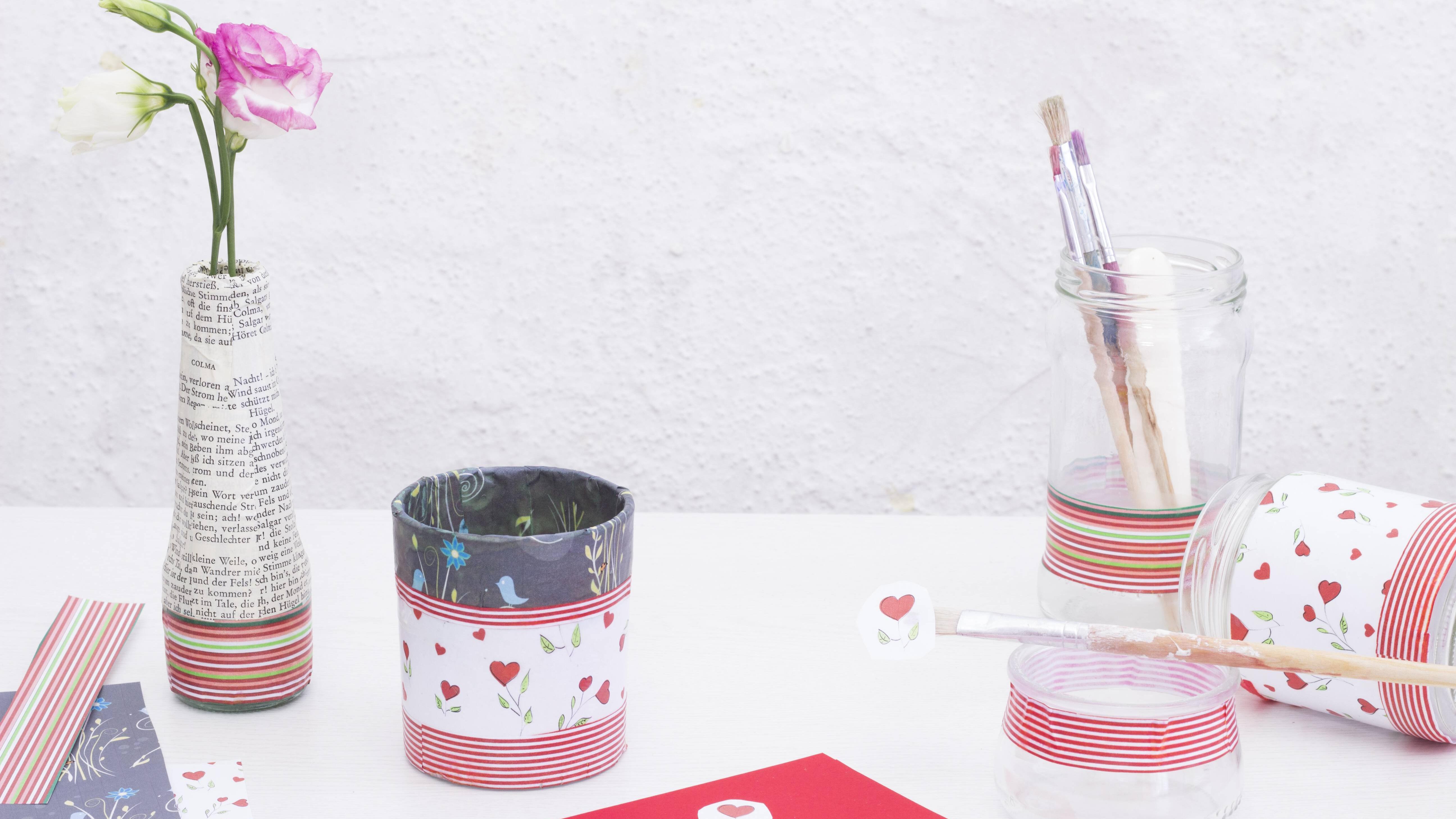 Mithilfe von Milchtüten-Upcycling können Sie schöne Blumenvasen basteln.