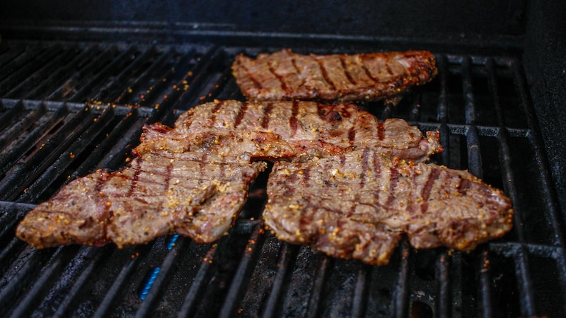 Grillfleisch können Sie problemlos einfrieren – wir zeigen Ihnen, wie es geht.