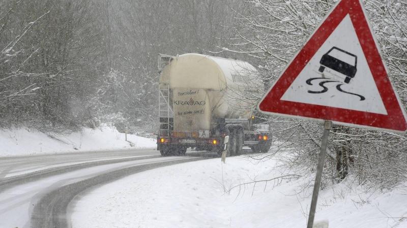 Autofahren bei Schnee: So fahren Sie sicher ohne zu rutschen
