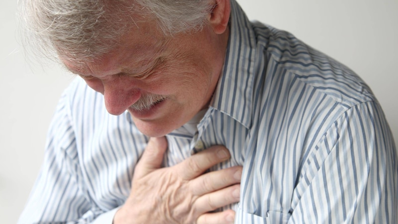 Zu viel Magensäure: Ursachen, Symptome und wie Sie den Überschuss reduzieren