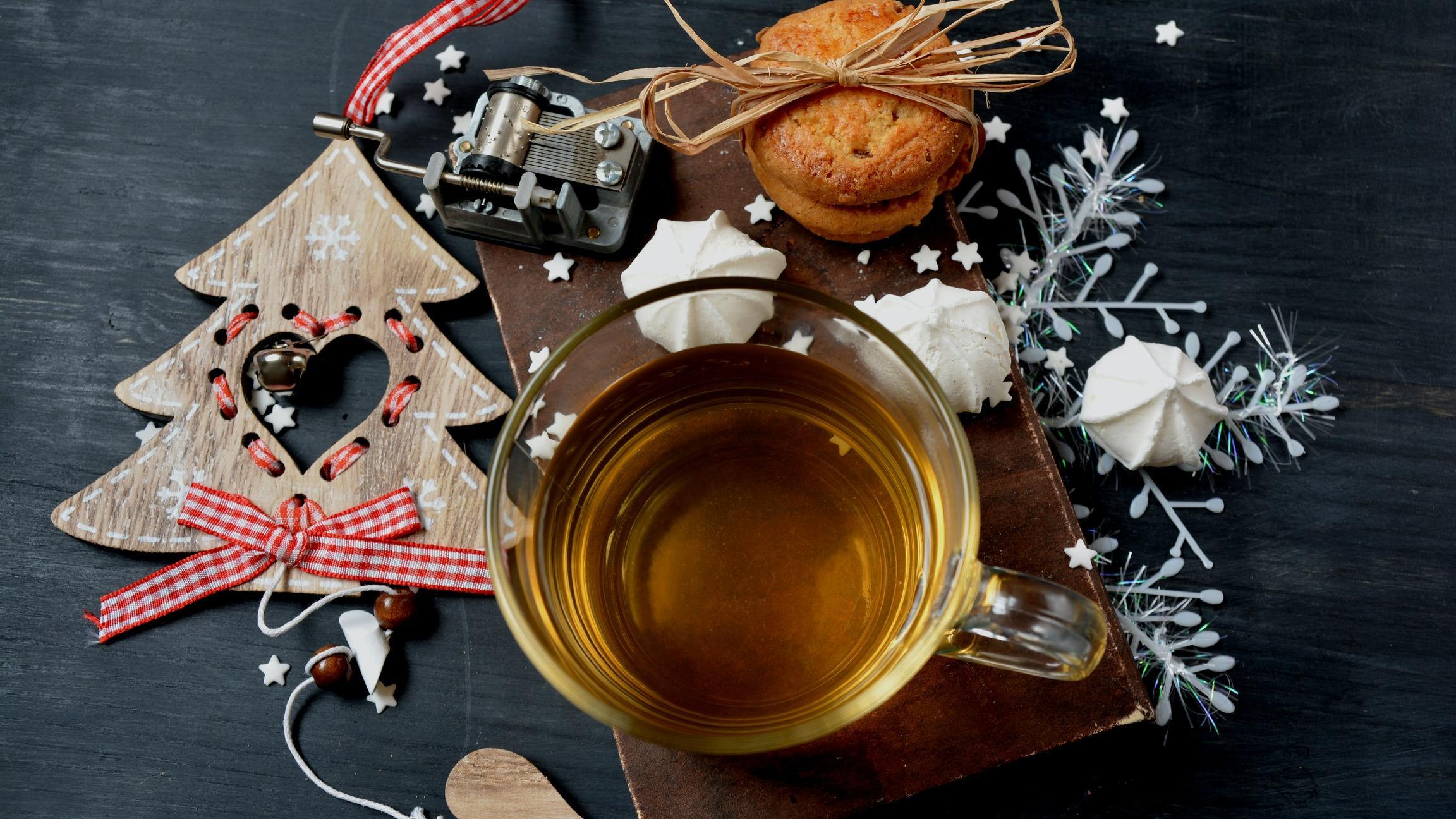 Mit ein paar Plätzchen lässt sich der Tee besonders gut genießen.