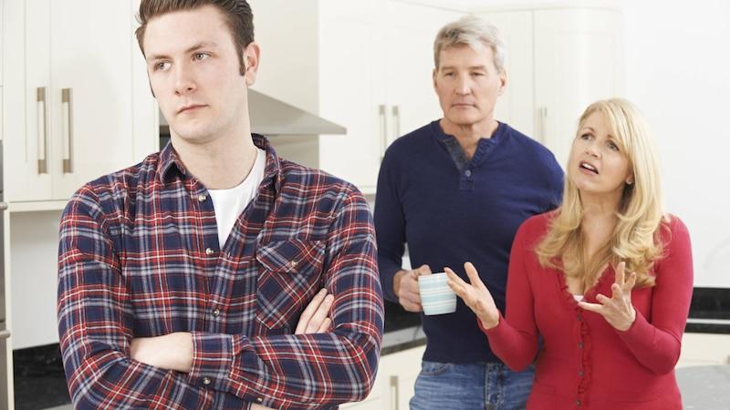 Schlechtes Verhältnis zu den Eltern: So gehen Sie damit um