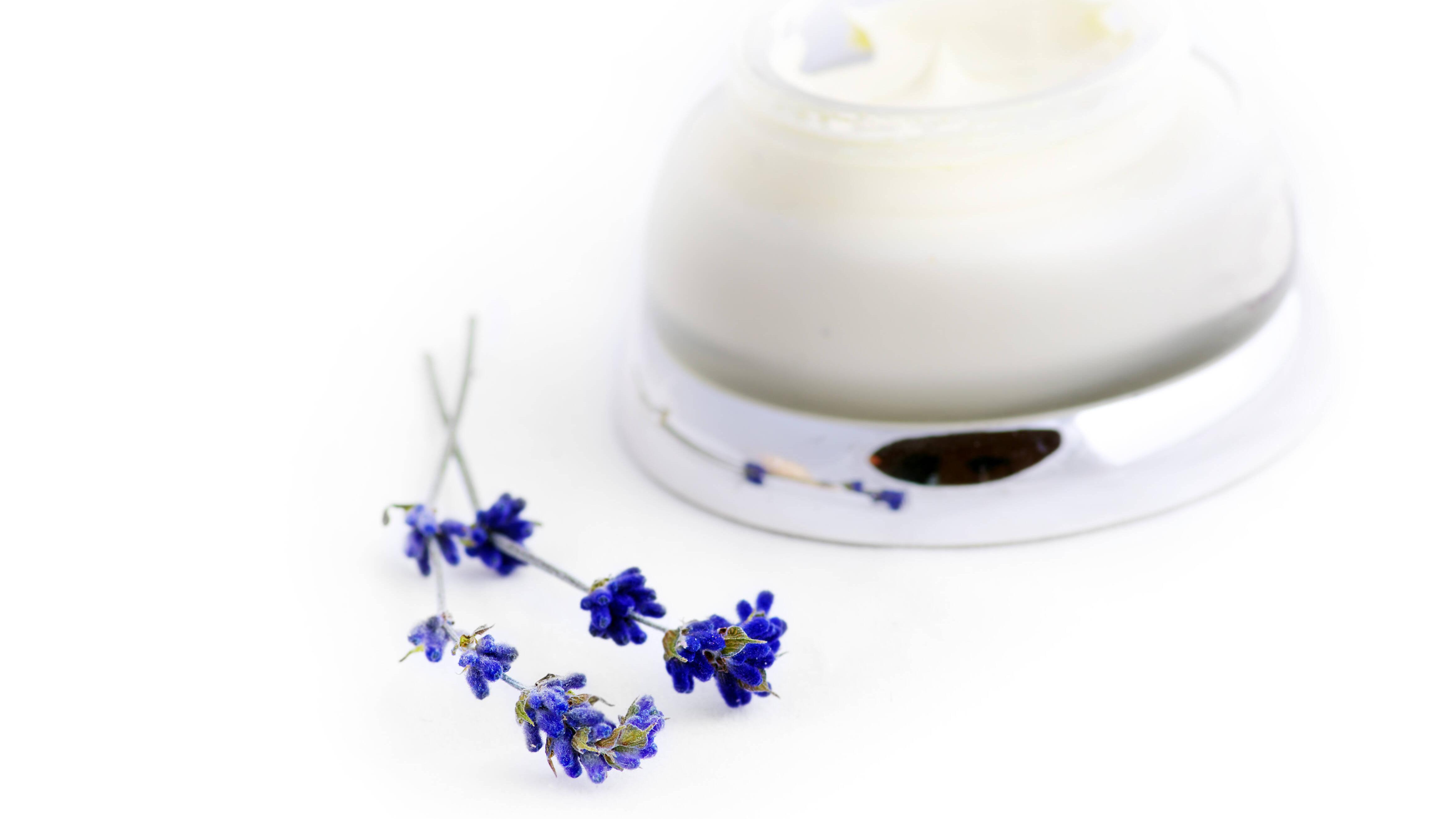 Lavendelöl-Salbe beruhigt Körper und Seele.