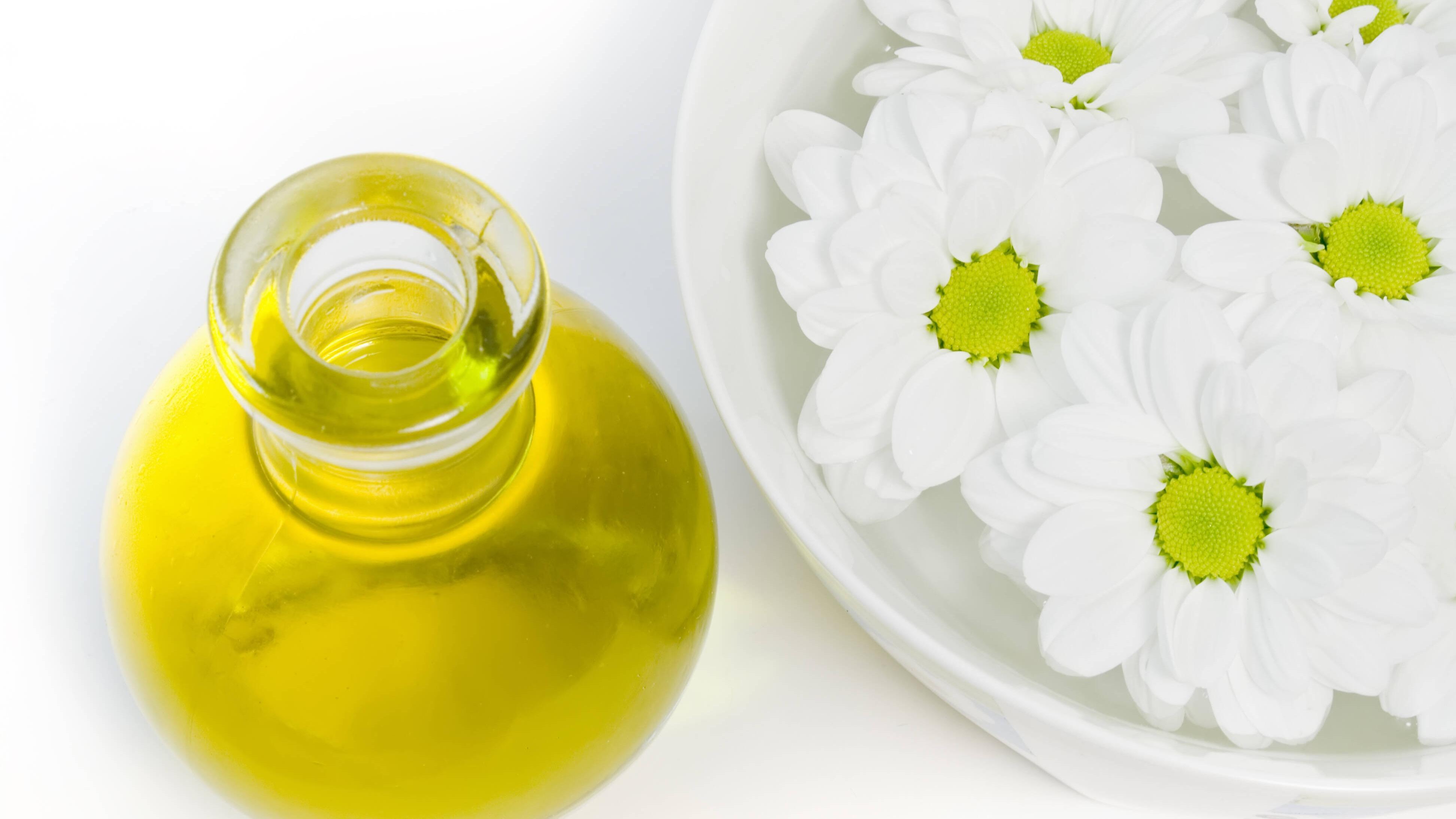 Gänseblümchenöl: So stellen Sie es selbst her und pflegen damit die Haut