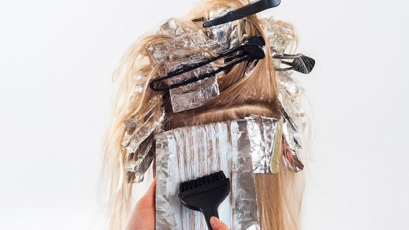 Haare selber färben: Mit ein paar Tricks gelingt es einwandfrei.