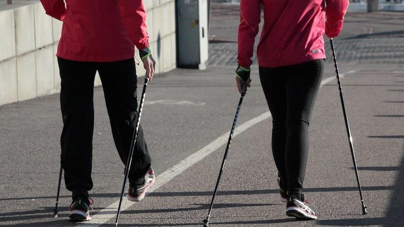 Abnehmen mit Nordic Walking funktioniert.