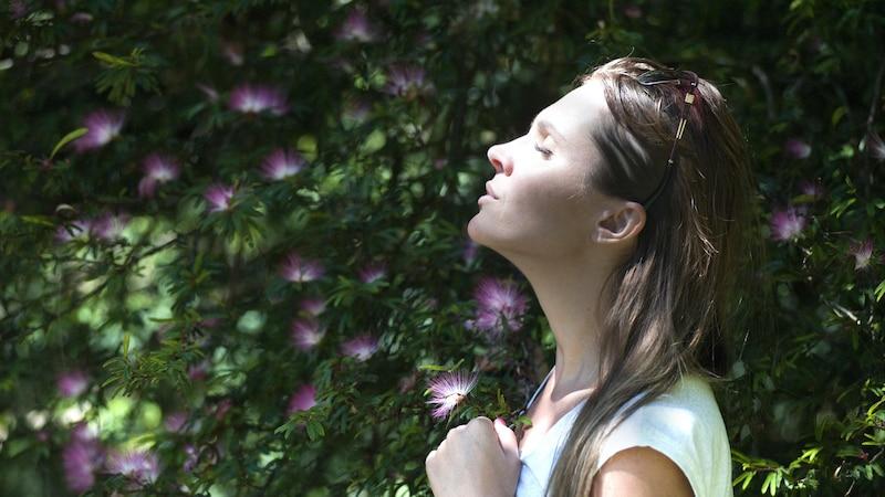 Gezielte Klopf- und Atemübungen helfen, in Stresssituationen Ruhe zu bewahren.