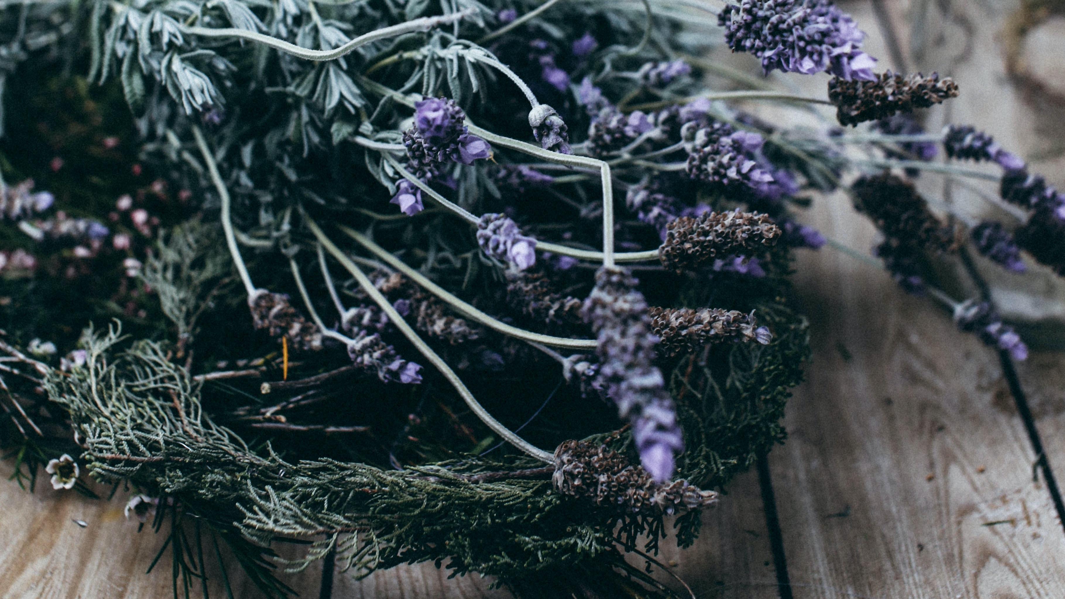Blumen wie Lavendel eignen sich besonders gut zum Trocknen.