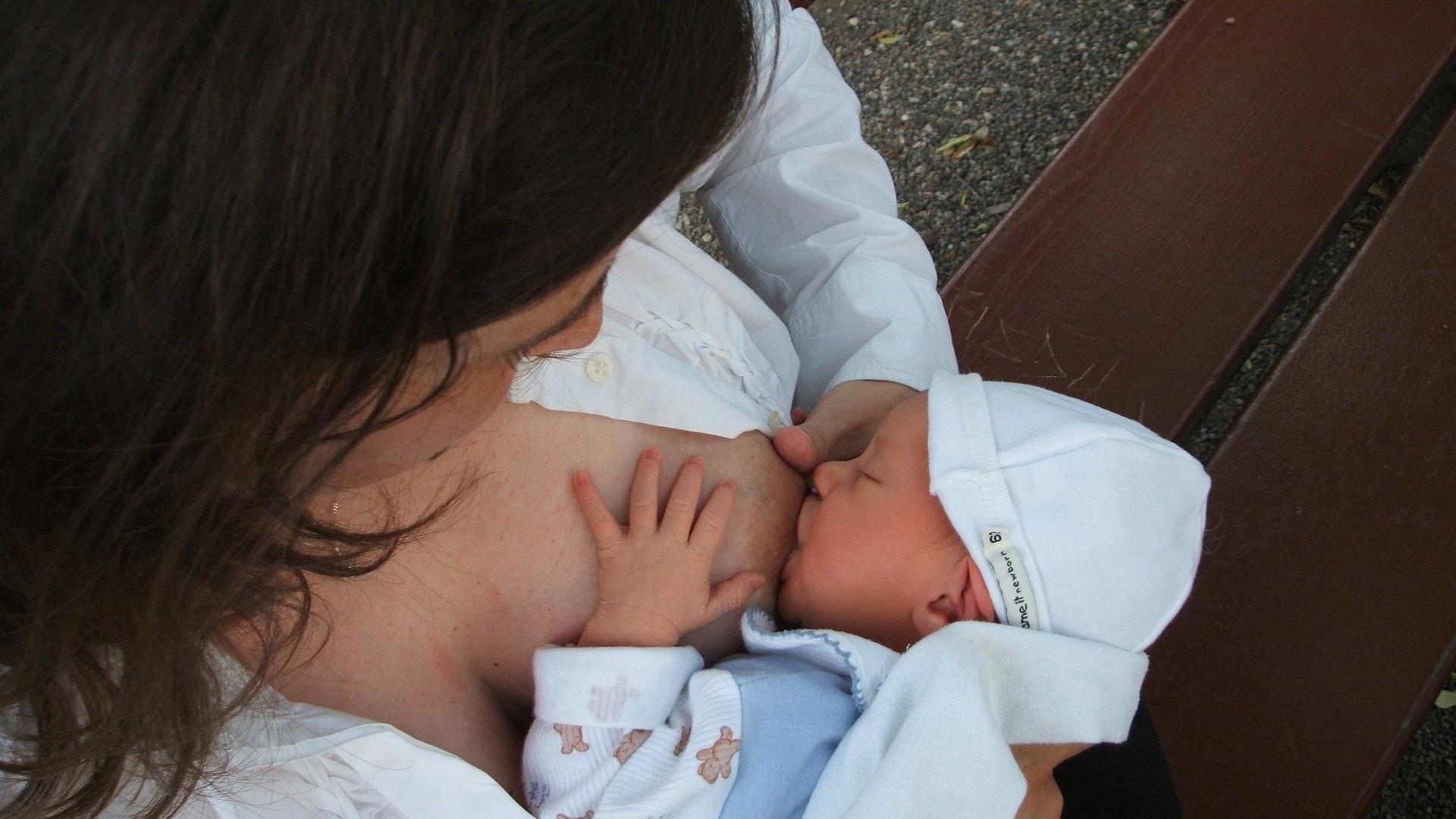Tipps und Tricks, wenn das Baby beim Stillen beißt