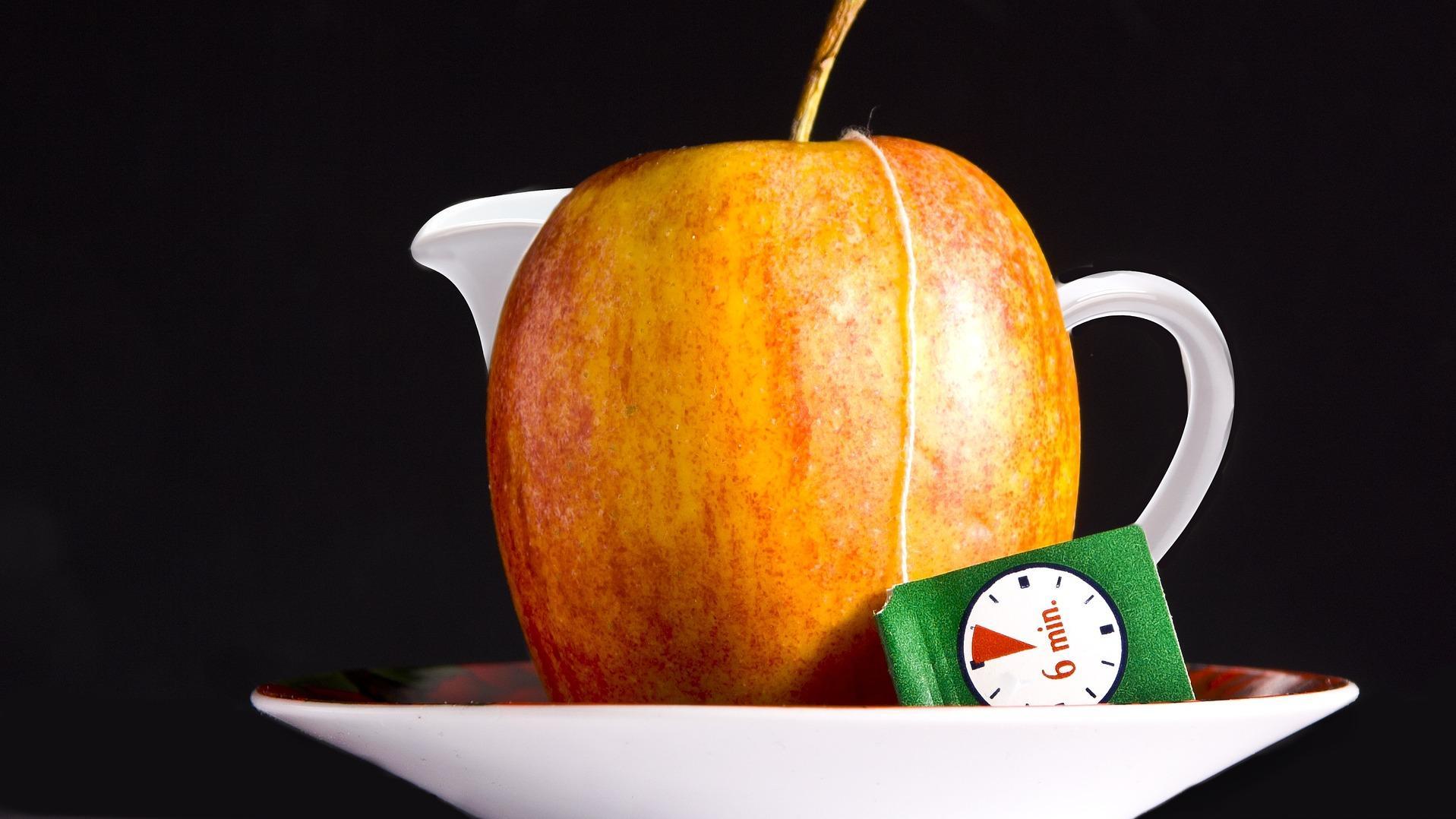 Apfeltee selber machen: Zubereitung und Wirkung