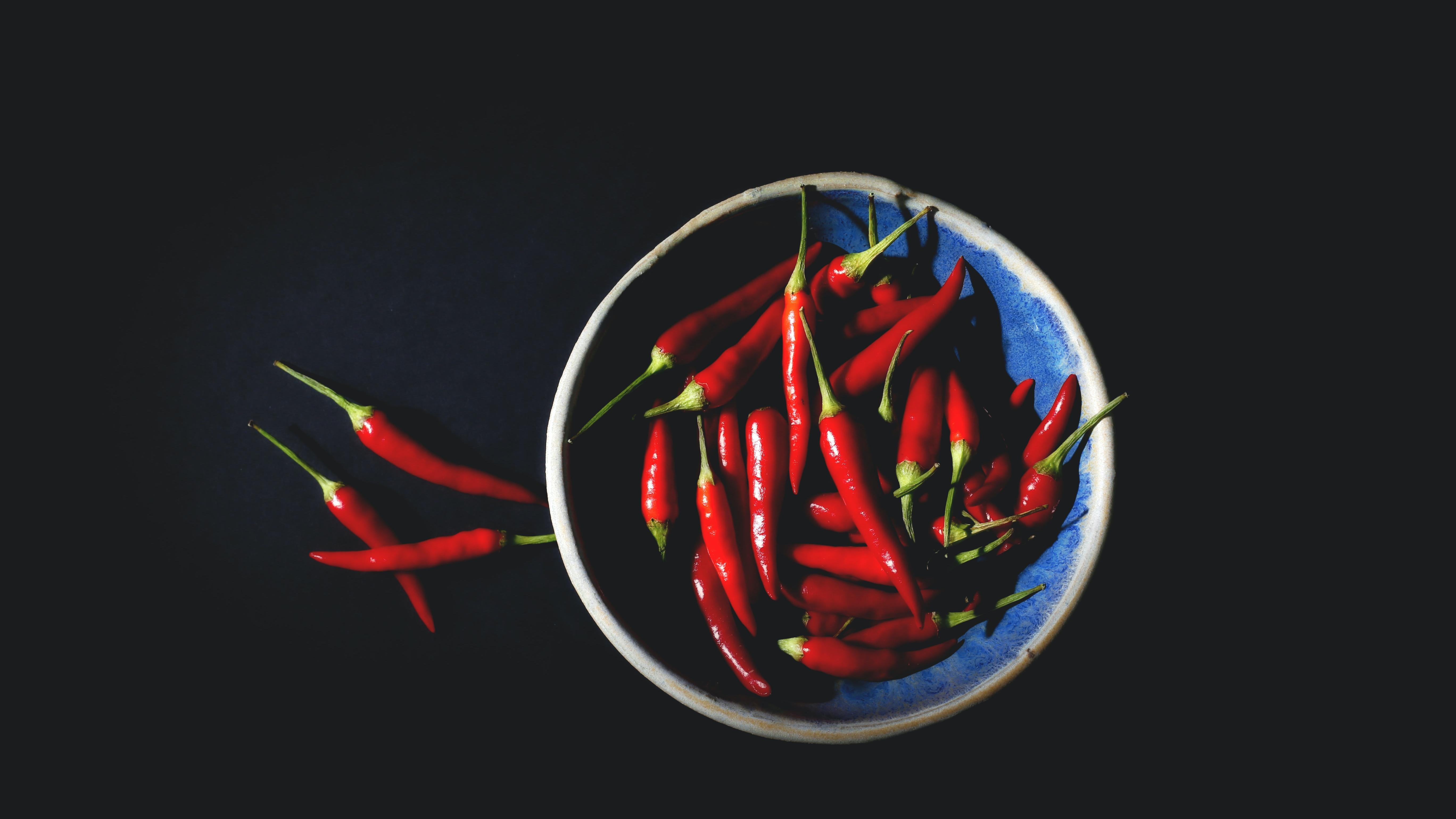 Chilis sind wohl einer der bekanntesten scharfen Lebensmittel.