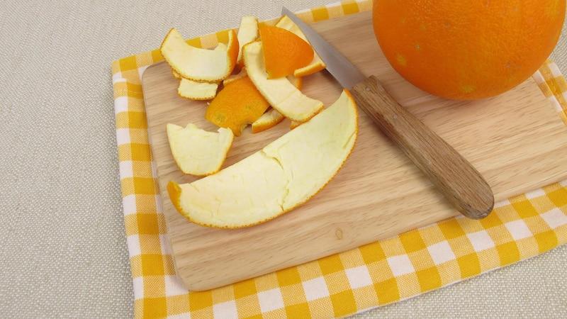 Machen Sie einen Orangenreiniger einfach selber.