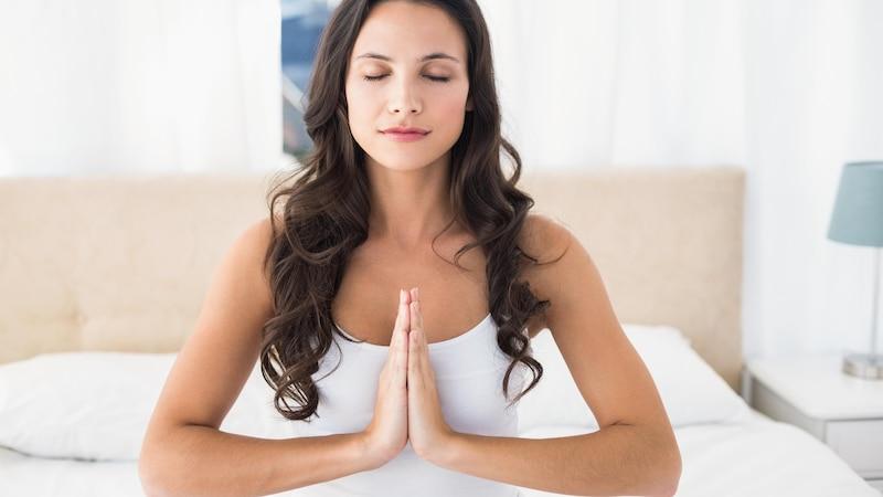 Meditation kann sich positiv auf das Einschlafen auswirken.