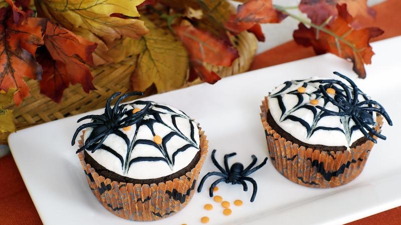 Einfache Cupcakes für Halloween mit Zuckerguss